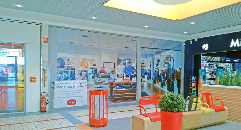 STICKAGE cellule inoccupée galerie commerciale CC Carrefour Cholet (49)