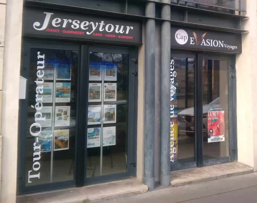 Stickage devanture agence de voyages Nantes
