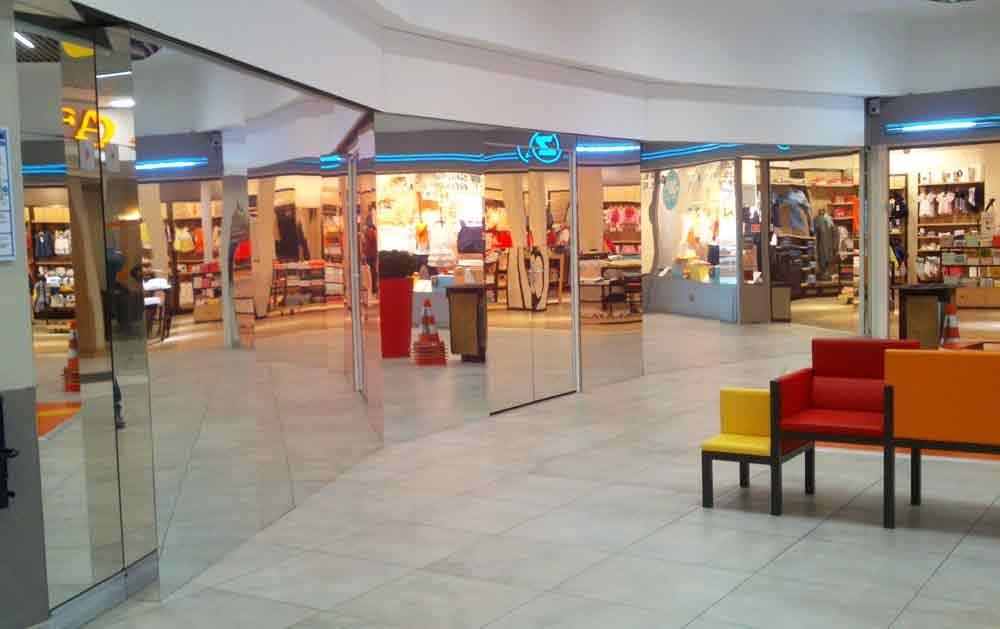 réalisation d'une palissade miroir dans centre commercial de carrefour la beaujoire